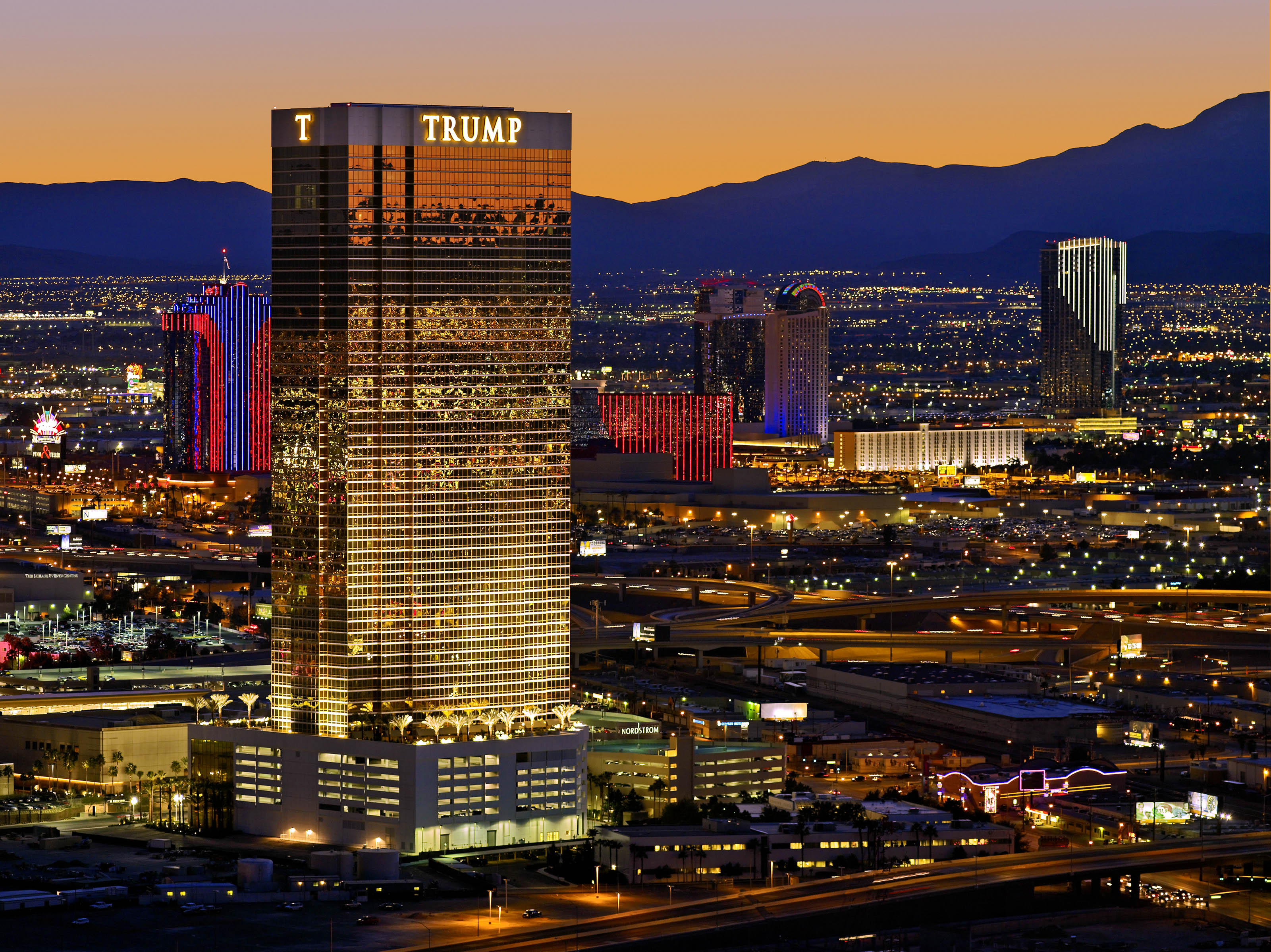 Trump towers real estate listings updated every 15 minutes for Site location hotel