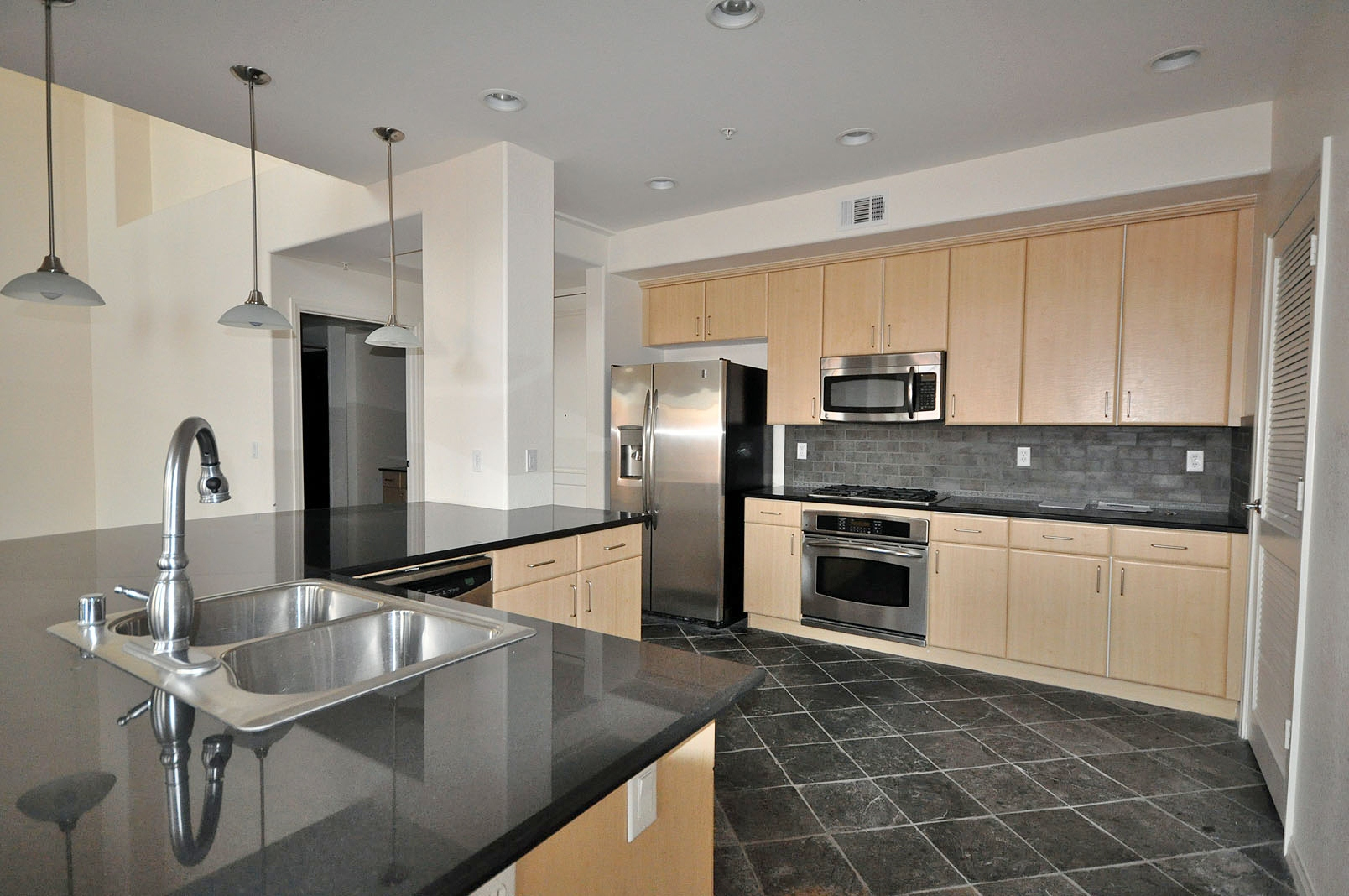 Our listing at manhattan las vegas condos 424 las vegas for Loft in manhattan for sale